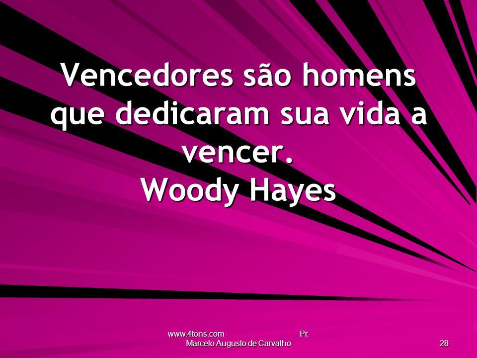 Vencedores são homens que dedicaram sua vida a vencer. Woody Hayes