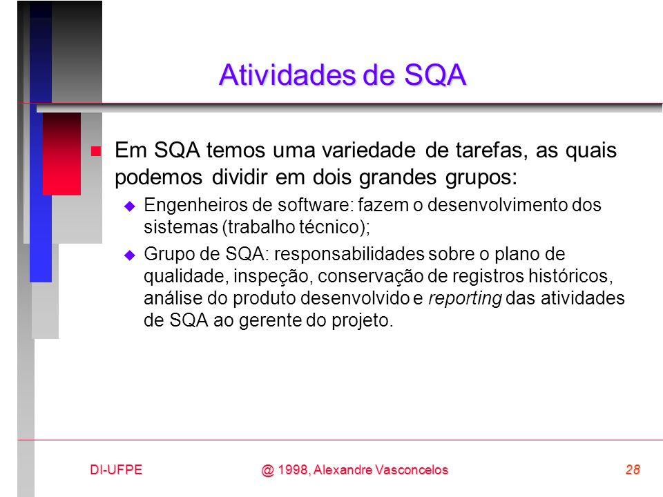 Atividades de SQA Em SQA temos uma variedade de tarefas, as quais podemos dividir em dois grandes grupos: