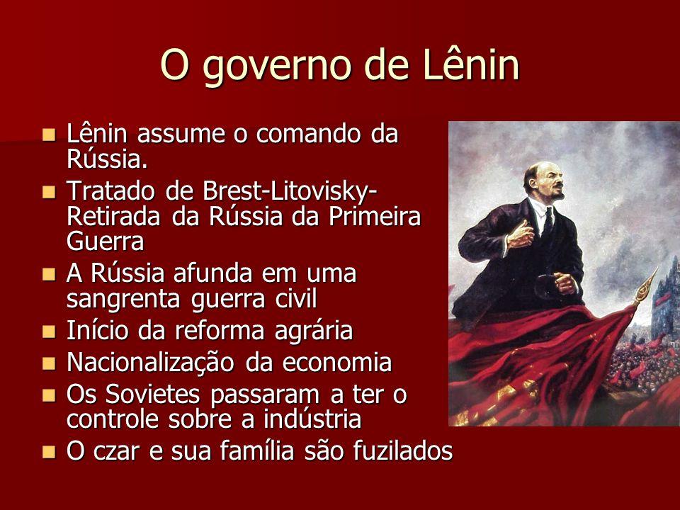 O governo de Lênin Lênin assume o comando da Rússia.
