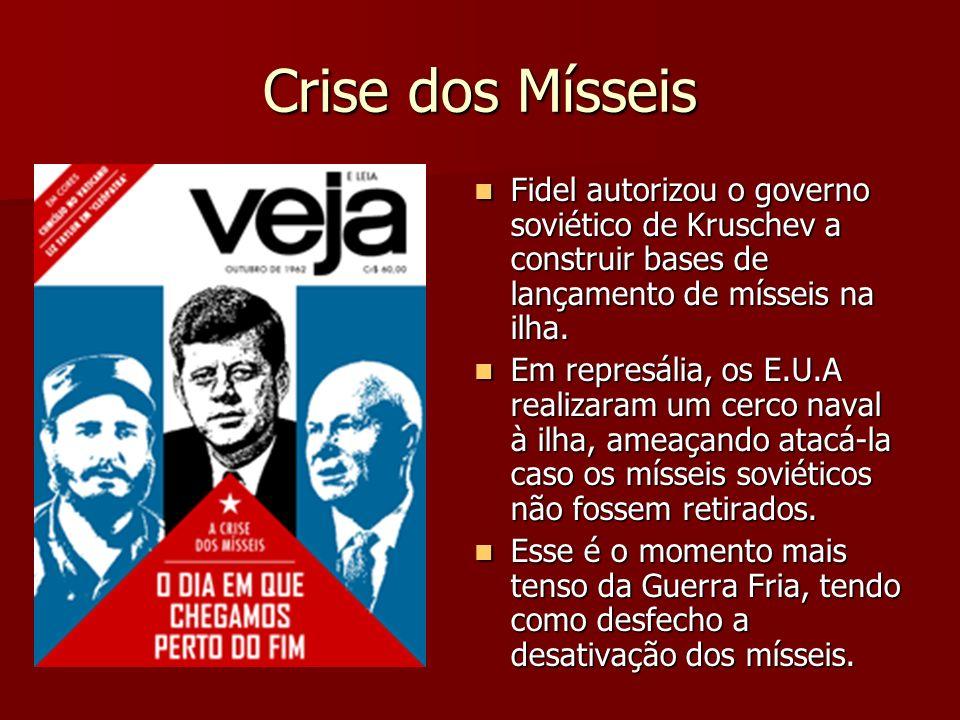 Crise dos Mísseis Fidel autorizou o governo soviético de Kruschev a construir bases de lançamento de mísseis na ilha.