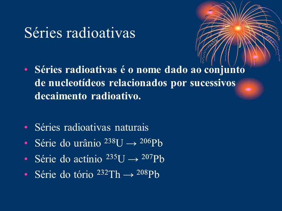 Séries radioativas Séries radioativas é o nome dado ao conjunto de nucleotídeos relacionados por sucessivos decaimento radioativo.
