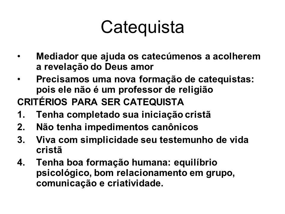 Catequista Mediador que ajuda os catecúmenos a acolherem a revelação do Deus amor.