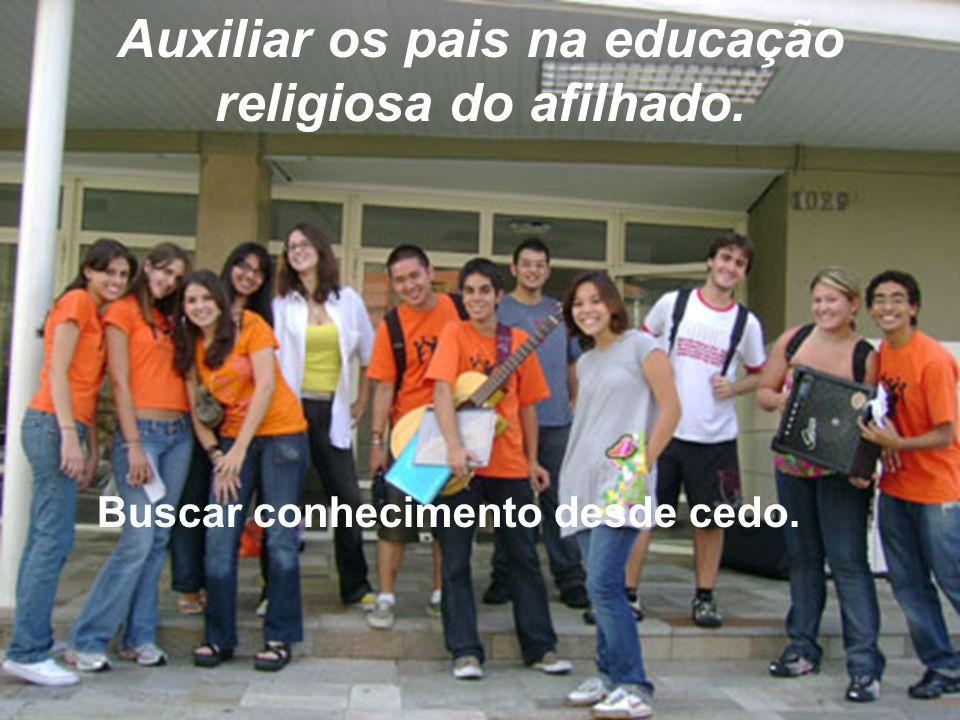 Auxiliar os pais na educação religiosa do afilhado.