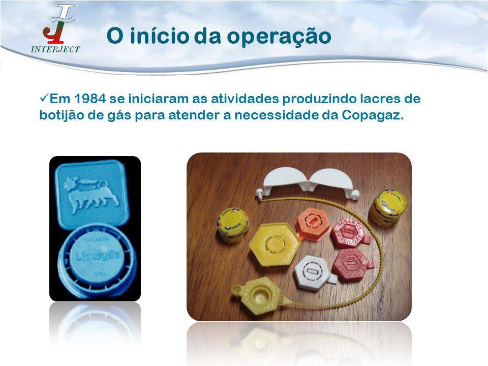 O início da operação Em 1984 se iniciaram as atividades produzindo lacres de botijão de gás para atender a necessidade da Copagaz.