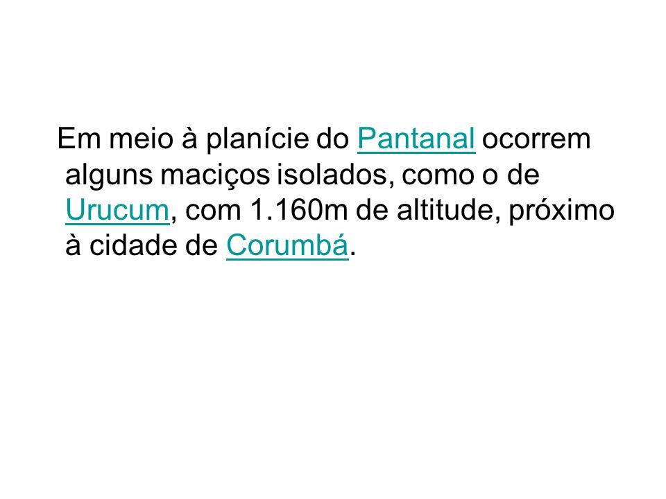 Em meio à planície do Pantanal ocorrem alguns maciços isolados, como o de Urucum, com 1.160m de altitude, próximo à cidade de Corumbá.