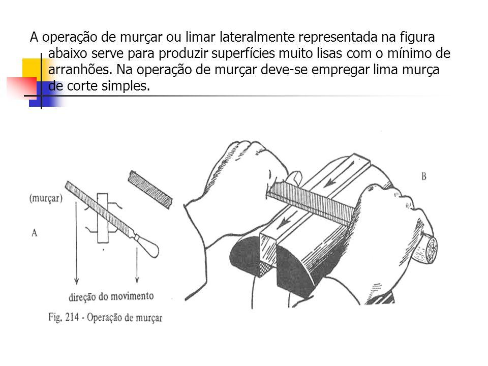 A operação de murçar ou limar lateralmente representada na figura abaixo serve para produzir superfícies muito lisas com o mínimo de arranhões.