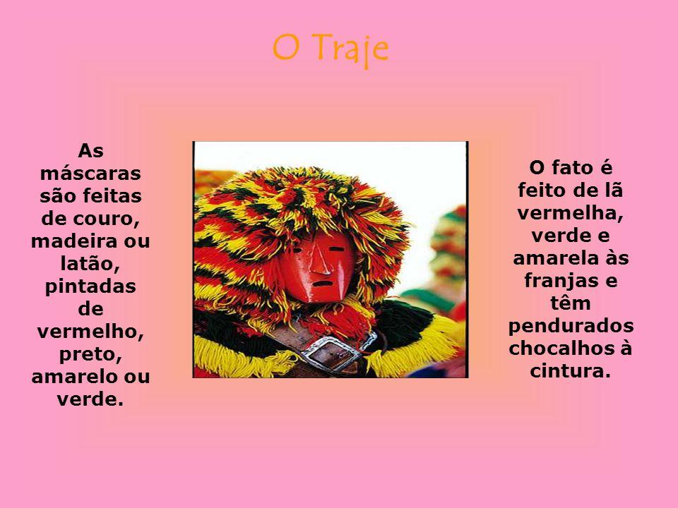 O Traje As máscaras são feitas de couro, madeira ou latão, pintadas de vermelho, preto, amarelo ou verde.