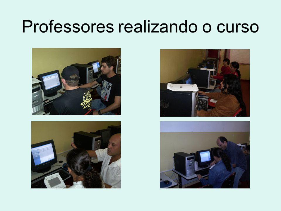 Professores realizando o curso