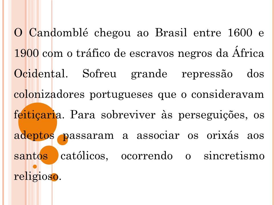 O Candomblé chegou ao Brasil entre 1600 e 1900 com o tráfico de escravos negros da África Ocidental.