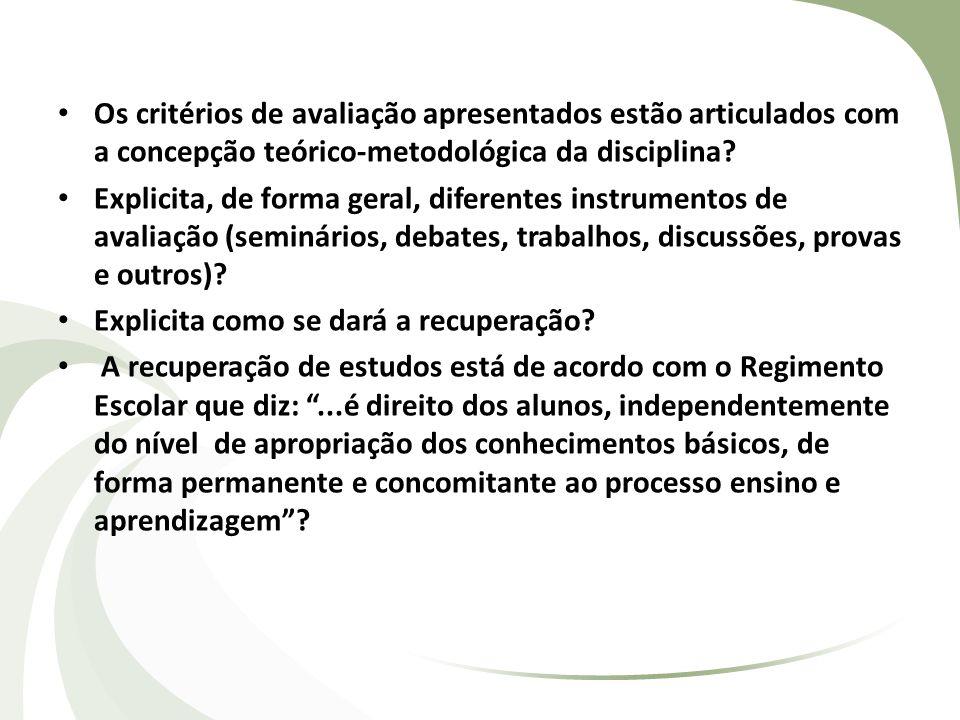 Os critérios de avaliação apresentados estão articulados com a concepção teórico-metodológica da disciplina