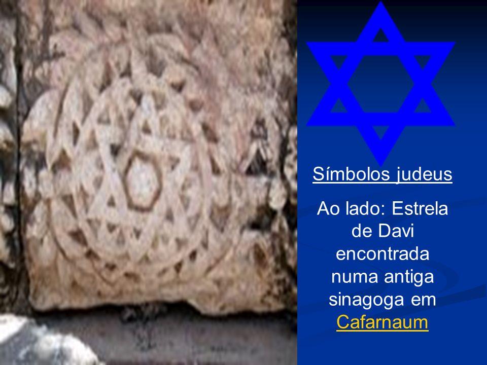 Ao lado: Estrela de Davi encontrada numa antiga sinagoga em Cafarnaum