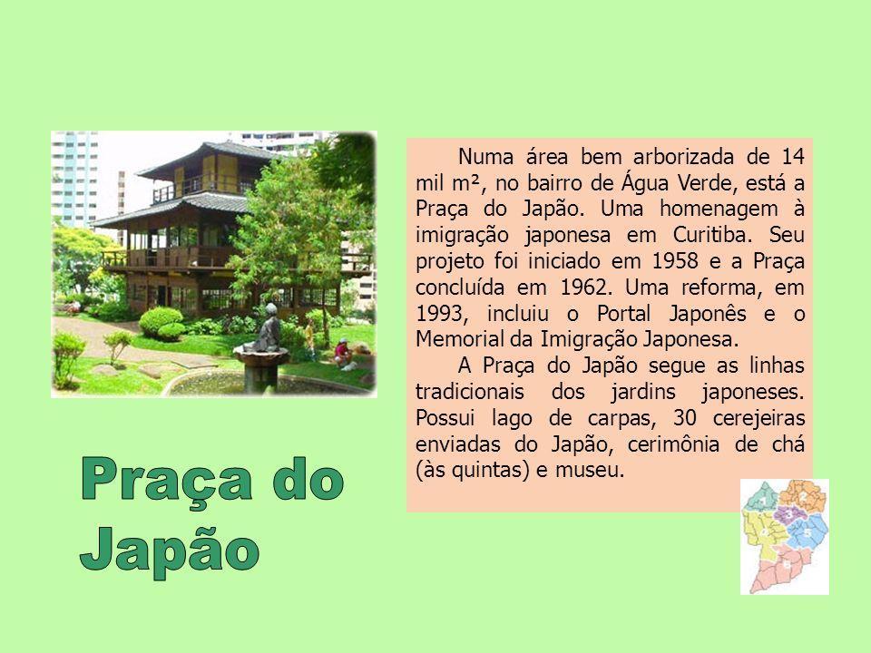 Numa área bem arborizada de 14 mil m², no bairro de Água Verde, está a Praça do Japão. Uma homenagem à imigração japonesa em Curitiba. Seu projeto foi iniciado em 1958 e a Praça concluída em 1962. Uma reforma, em 1993, incluiu o Portal Japonês e o Memorial da Imigração Japonesa.