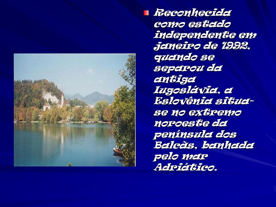 Reconhecida como estado independente em janeiro de 1992, quando se separou da antiga Iugoslávia, a Eslovênia situa-se no extremo noroeste da península dos Balcãs, banhada pelo mar Adriático.