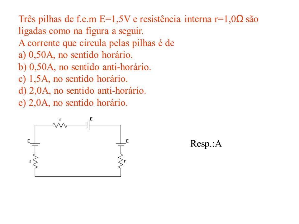 Três pilhas de f.e.m E=1,5V e resistência interna r=1,0Ω são ligadas como na figura a seguir.