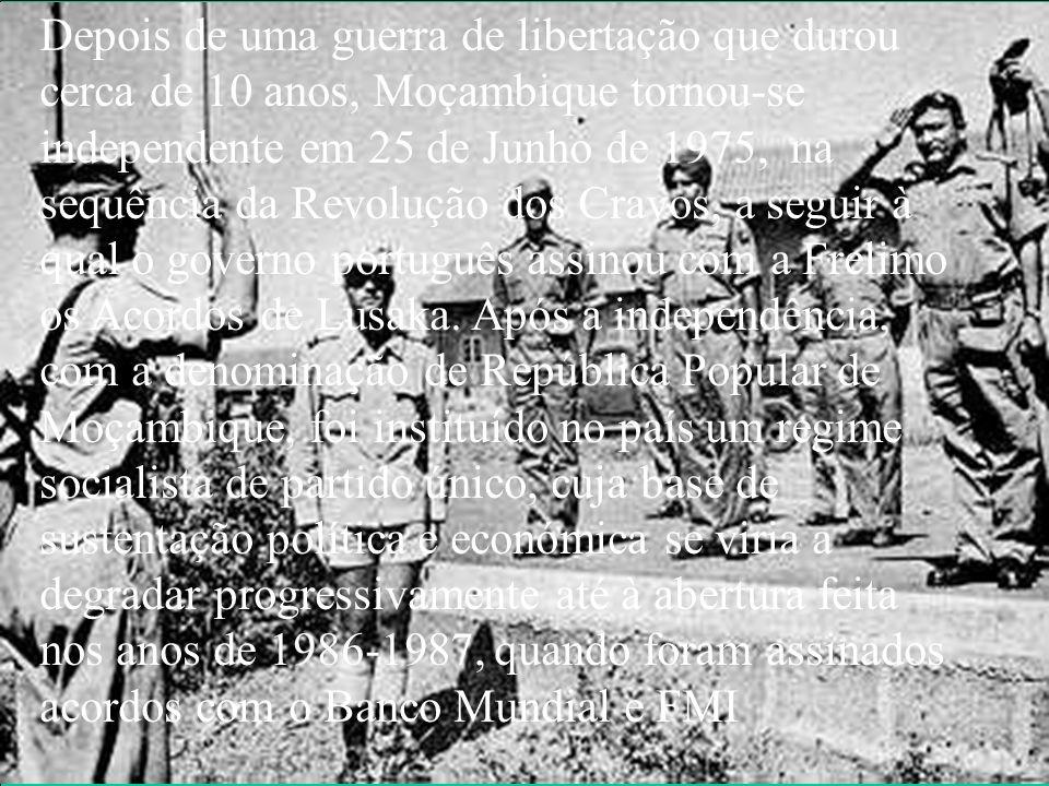 Depois de uma guerra de libertação que durou cerca de 10 anos, Moçambique tornou-se independente em 25 de Junho de 1975, na sequência da Revolução dos Cravos, a seguir à qual o governo português assinou com a Frelimo os Acordos de Lusaka. Após a independência, com a denominação de República Popular de Moçambique, foi instituído no país um regime socialista de partido único, cuja base de sustentação política e económica se viria a degradar progressivamente até à abertura feita nos anos de 1986-1987, quando foram assinados acordos com o Banco Mundial e FMI.