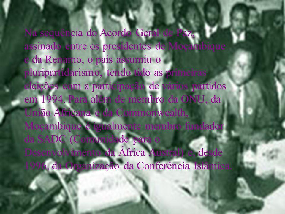 Na sequência do Acordo Geral de Paz, assinado entre os presidentes de Moçambique e da Renamo, o país assumiu o pluripartidarismo, tendo tido as primeiras eleições com a participação de vários partidos em 1994.