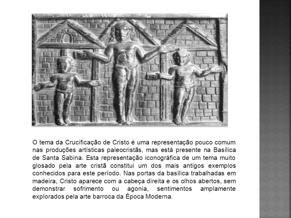 O tema da Crucificação de Cristo é uma representação pouco comum nas produções artísticas paleocristãs, mas está presente na Basílica de Santa Sabina.