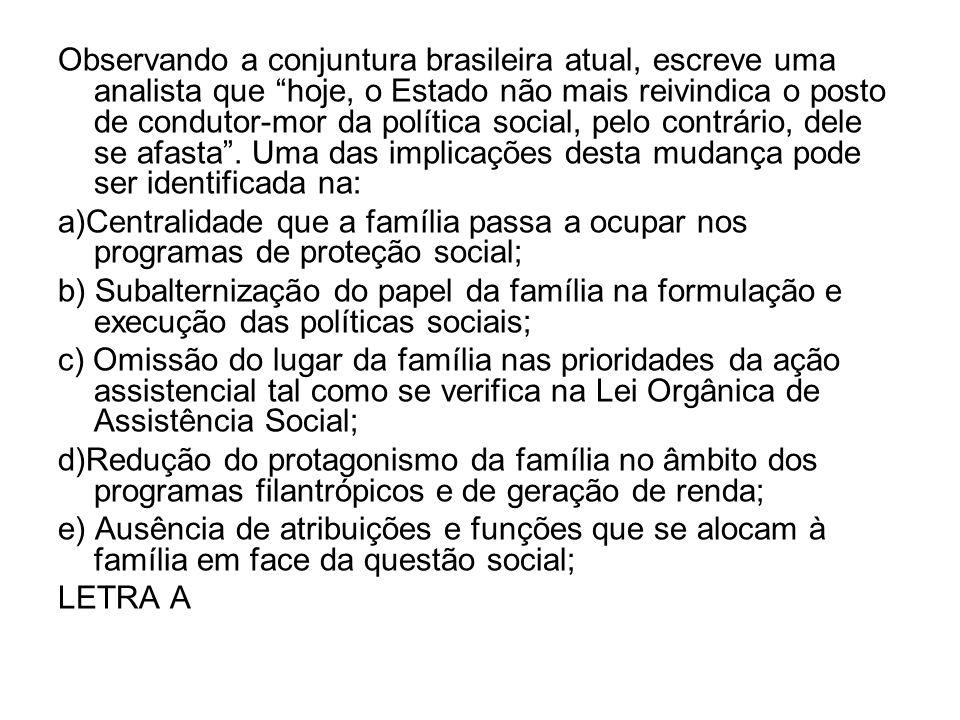 Observando a conjuntura brasileira atual, escreve uma analista que hoje, o Estado não mais reivindica o posto de condutor-mor da política social, pelo contrário, dele se afasta . Uma das implicações desta mudança pode ser identificada na: