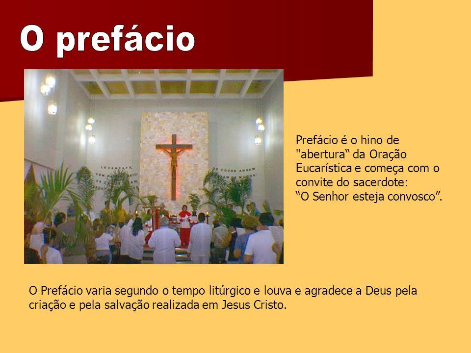 O prefácio Prefácio é o hino de abertura da Oração Eucarística e começa com o convite do sacerdote: