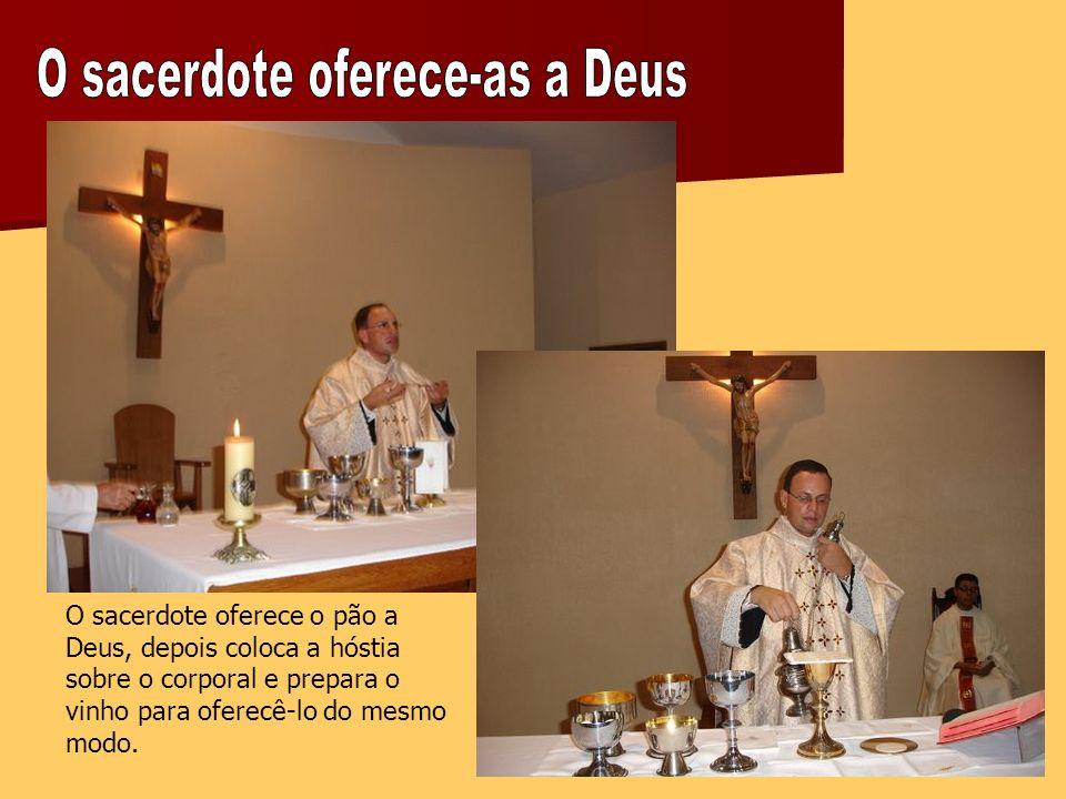 O sacerdote oferece-as a Deus