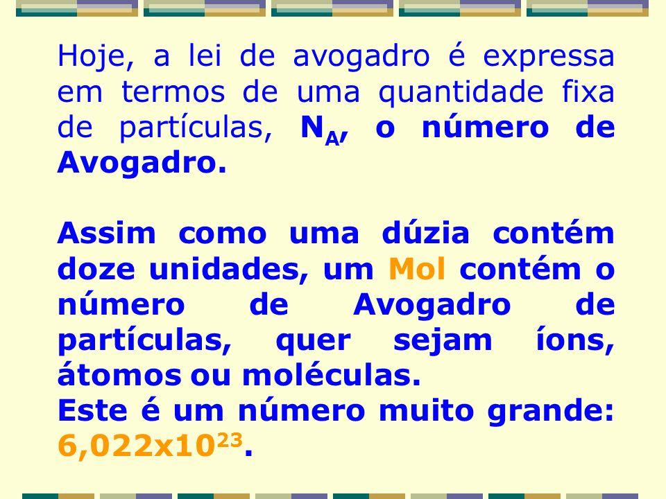 Hoje, a lei de avogadro é expressa em termos de uma quantidade fixa de partículas, NA, o número de Avogadro.