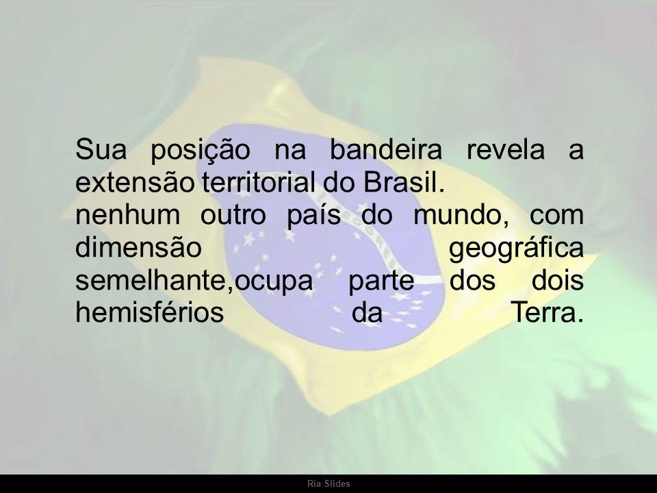 Sua posição na bandeira revela a extensão territorial do Brasil.