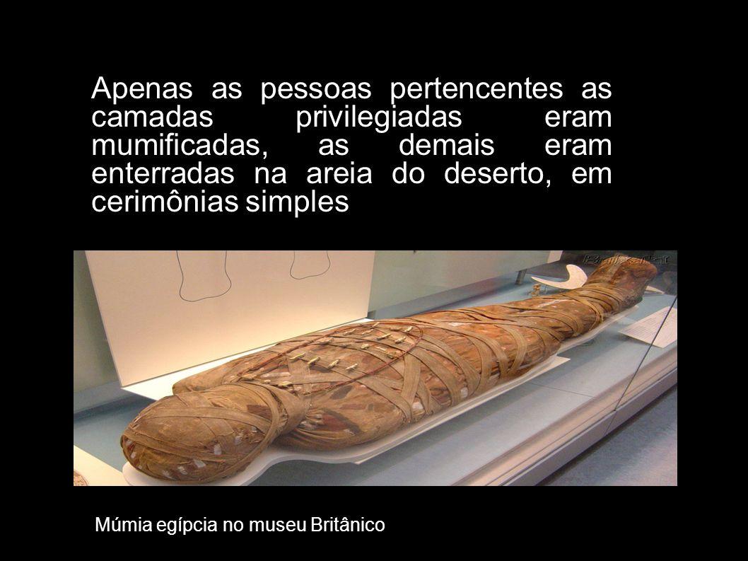 Apenas as pessoas pertencentes as camadas privilegiadas eram mumificadas, as demais eram enterradas na areia do deserto, em cerimônias simples