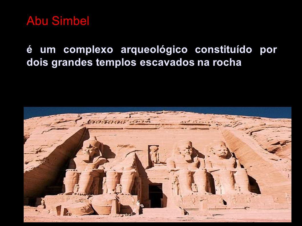 Abu Simbel é um complexo arqueológico constituído por dois grandes templos escavados na rocha