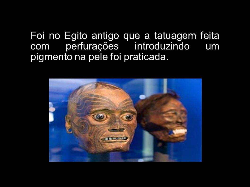 Foi no Egito antigo que a tatuagem feita com perfurações introduzindo um pigmento na pele foi praticada.