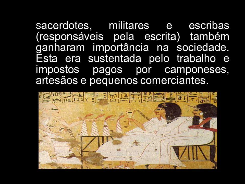 Sacerdotes, militares e escribas (responsáveis pela escrita) também ganharam importância na sociedade.