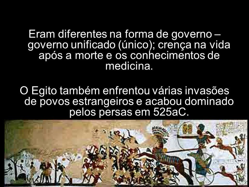Eram diferentes na forma de governo – governo unificado (único); crença na vida após a morte e os conhecimentos de medicina.
