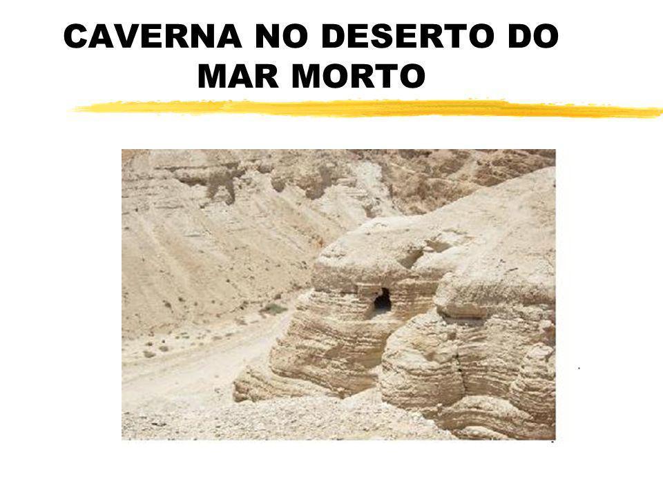 CAVERNA NO DESERTO DO MAR MORTO
