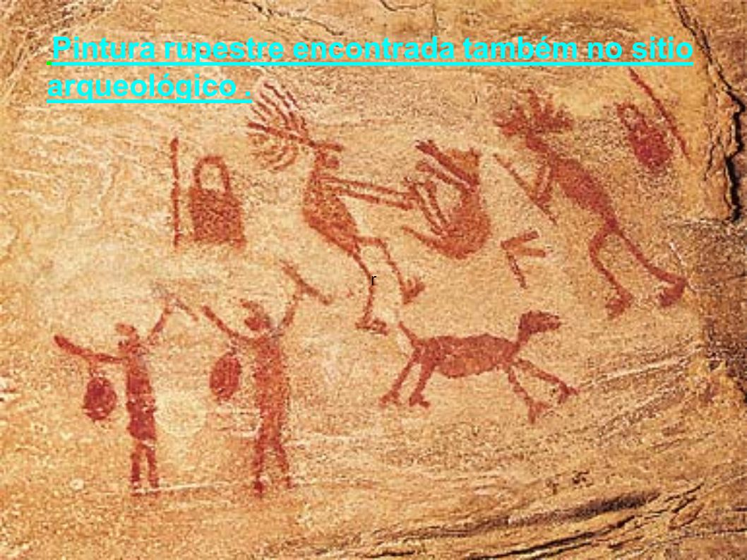 r Pintura rupestre encontrada também no sitio arqueológico .