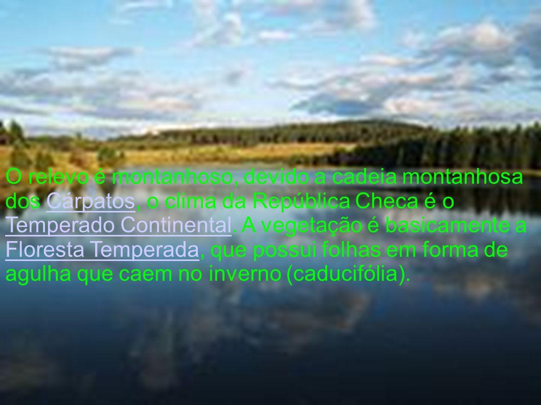 O relevo é montanhoso, devido a cadeia montanhosa dos Cárpatos, o clima da República Checa é o Temperado Continental.