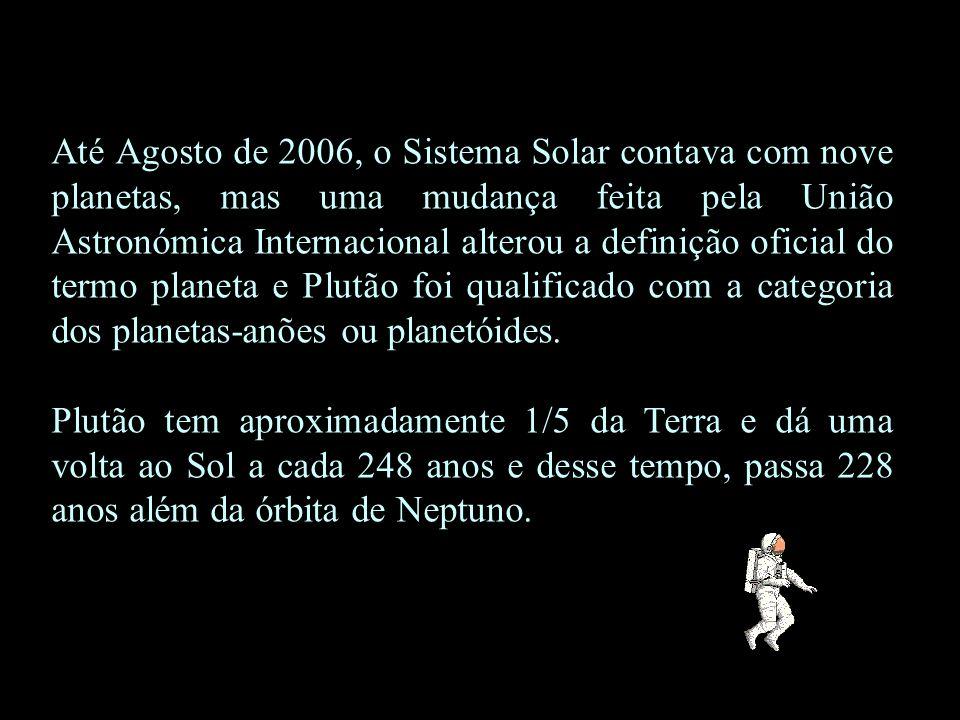 Até Agosto de 2006, o Sistema Solar contava com nove planetas, mas uma mudança feita pela União Astronómica Internacional alterou a definição oficial do termo planeta e Plutão foi qualificado com a categoria dos planetas-anões ou planetóides.