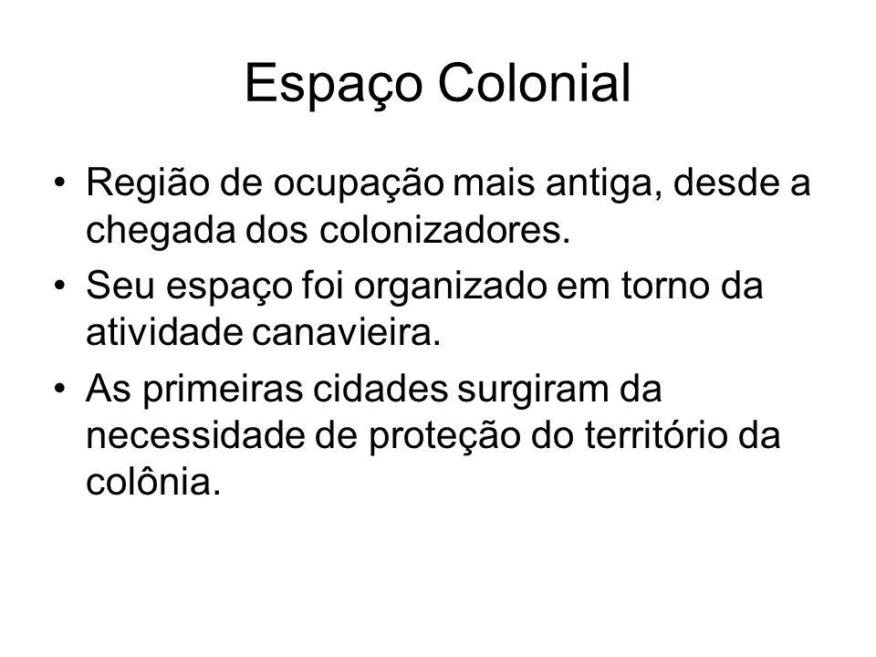 Espaço Colonial Região de ocupação mais antiga, desde a chegada dos colonizadores. Seu espaço foi organizado em torno da atividade canavieira.