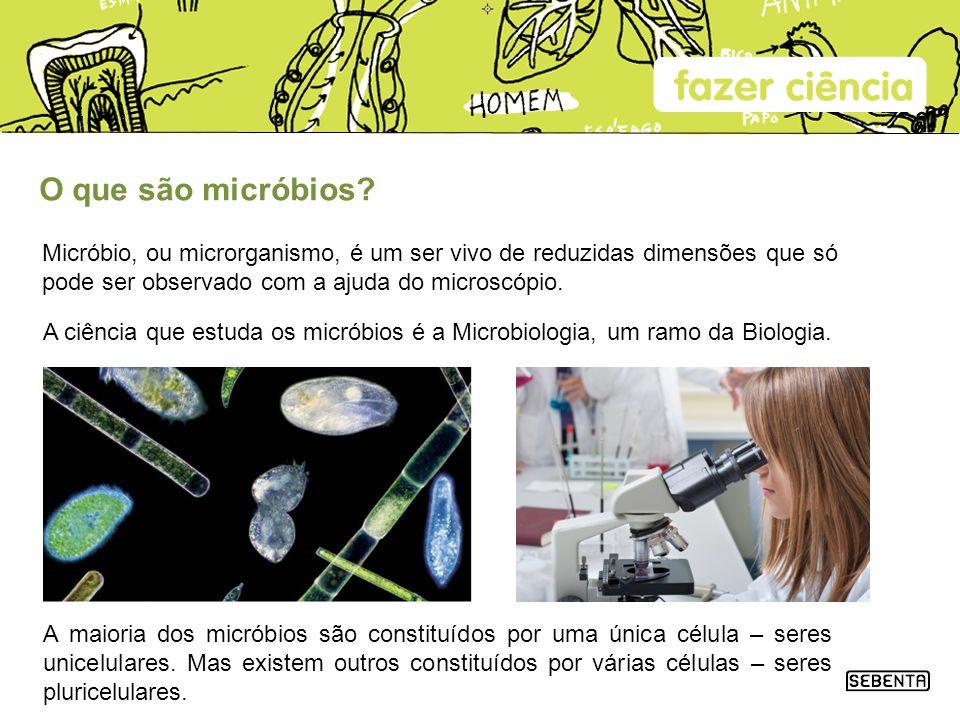 O que são micróbios Micróbio, ou microrganismo, é um ser vivo de reduzidas dimensões que só pode ser observado com a ajuda do microscópio.