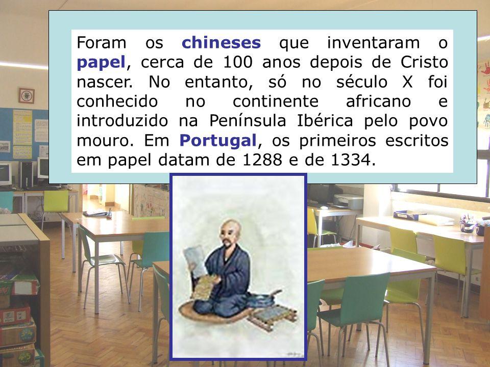 Foram os chineses que inventaram o papel, cerca de 100 anos depois de Cristo nascer.