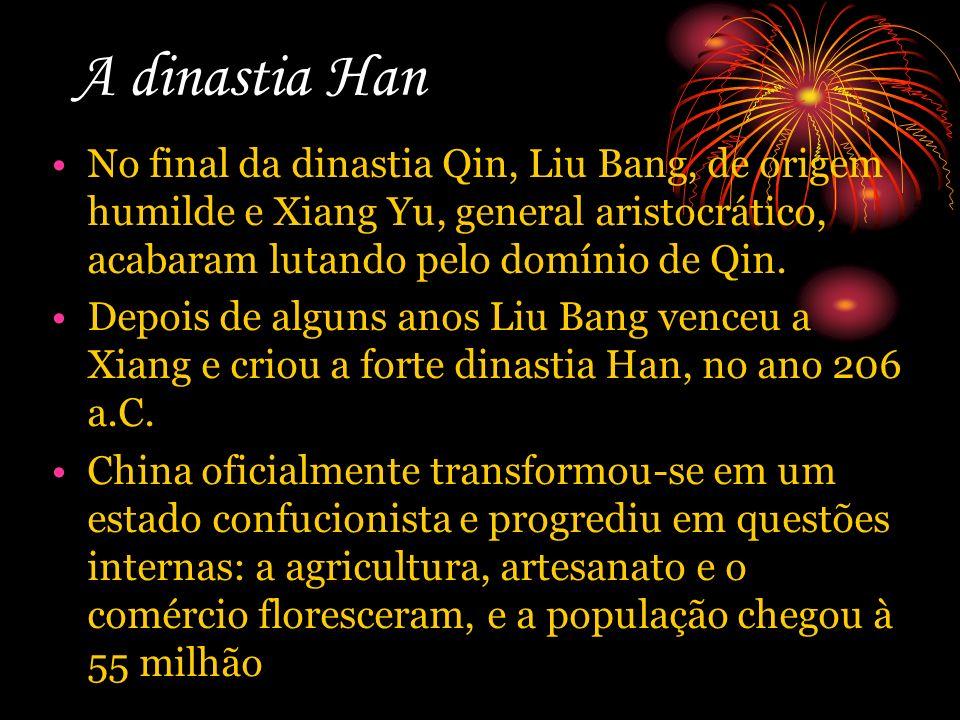 A dinastia Han No final da dinastia Qin, Liu Bang, de origem humilde e Xiang Yu, general aristocrático, acabaram lutando pelo domínio de Qin.