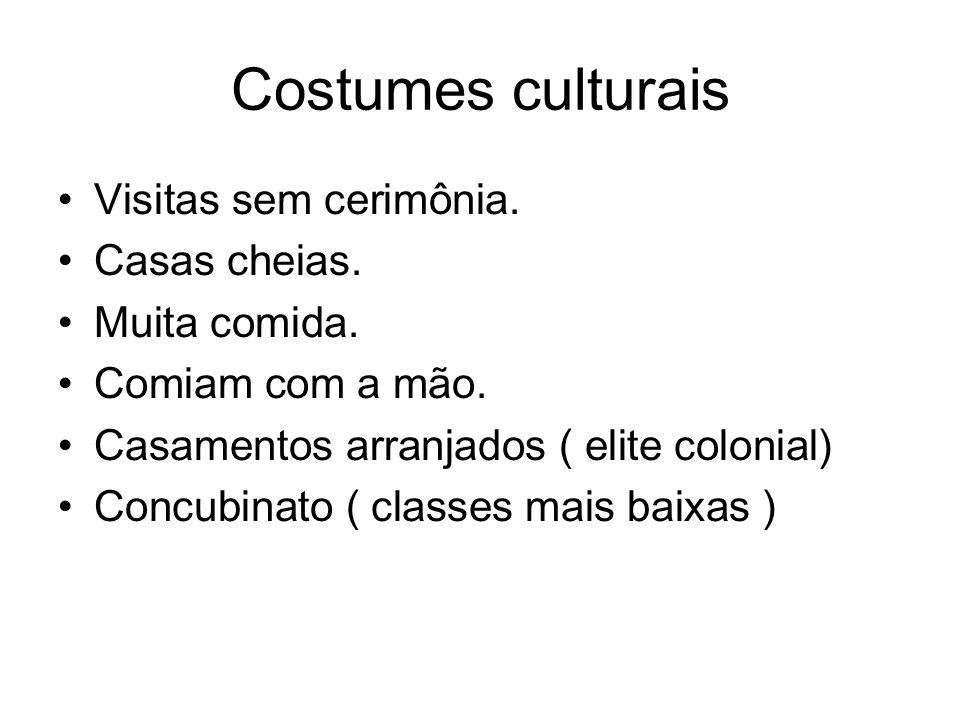 Costumes culturais Visitas sem cerimônia. Casas cheias. Muita comida.