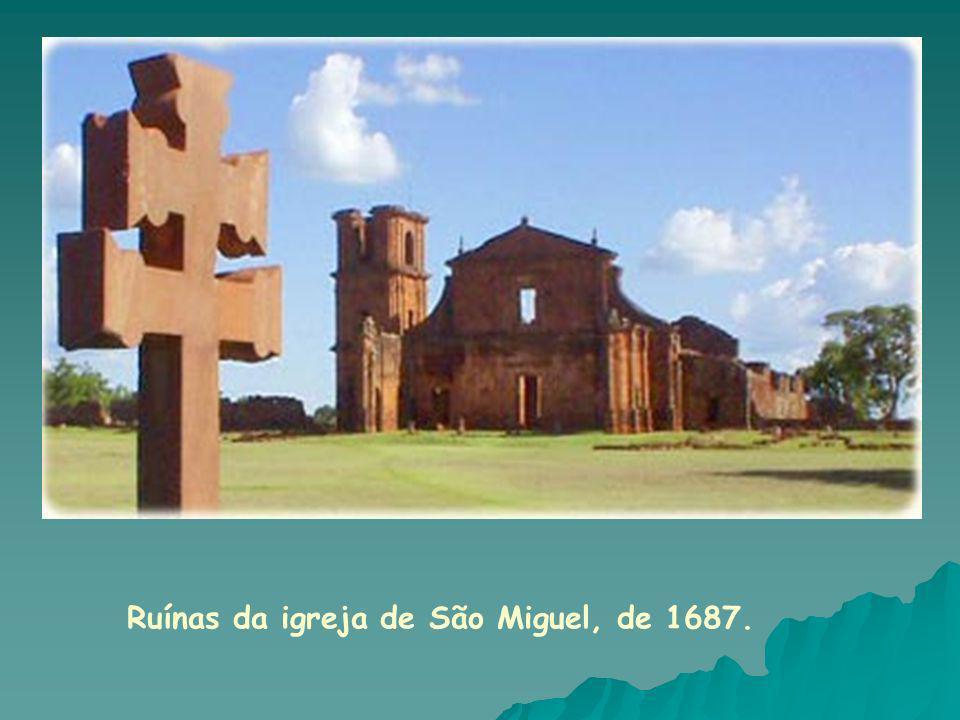 Ruínas da igreja de São Miguel, de 1687.