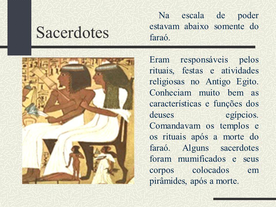 Sacerdotes Na escala de poder estavam abaixo somente do faraó.