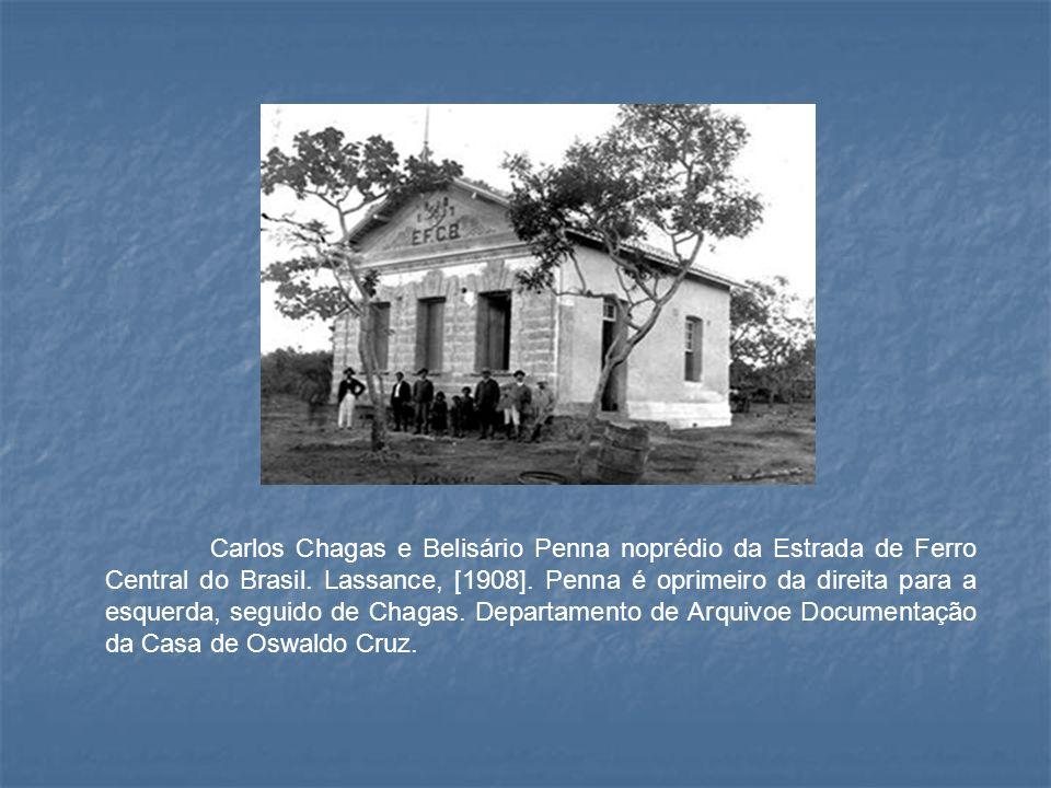 Carlos Chagas e Belisário Penna noprédio da Estrada de Ferro Central do Brasil.