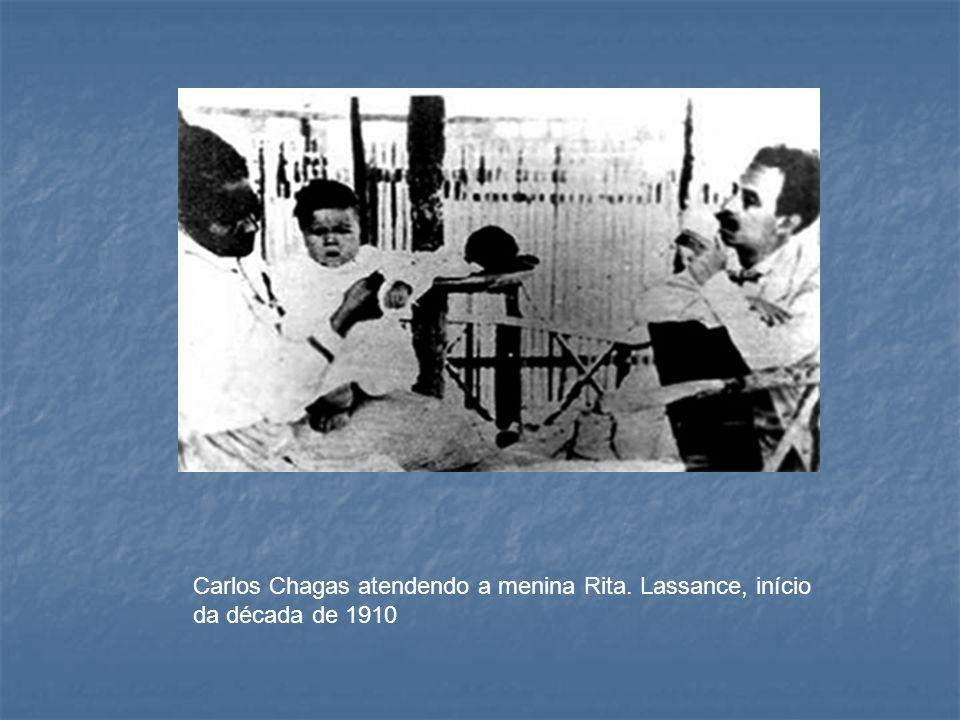 Carlos Chagas atendendo a menina Rita