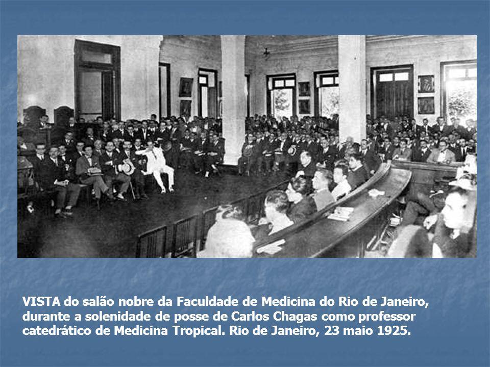 VISTA do salão nobre da Faculdade de Medicina do Rio de Janeiro, durante a solenidade de posse de Carlos Chagas como professor catedrático de Medicina Tropical.