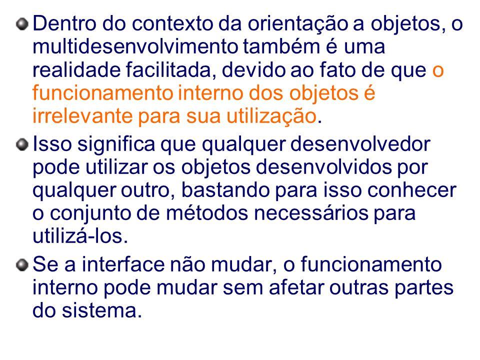 Dentro do contexto da orientação a objetos, o multidesenvolvimento também é uma realidade facilitada, devido ao fato de que o funcionamento interno dos objetos é irrelevante para sua utilização.