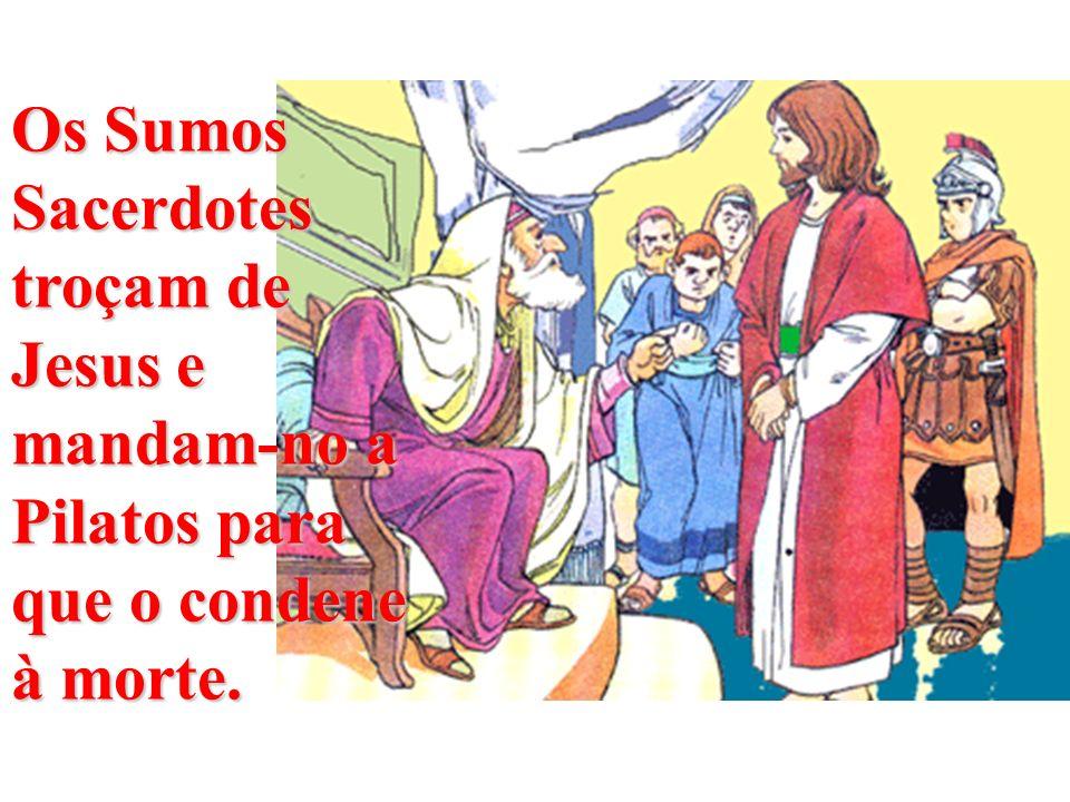 Os Sumos Sacerdotes troçam de Jesus e mandam-no a Pilatos para que o condene à morte.