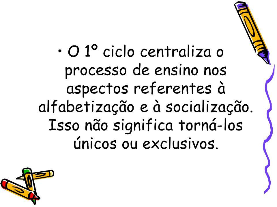 O 1º ciclo centraliza o processo de ensino nos aspectos referentes à alfabetização e à socialização.