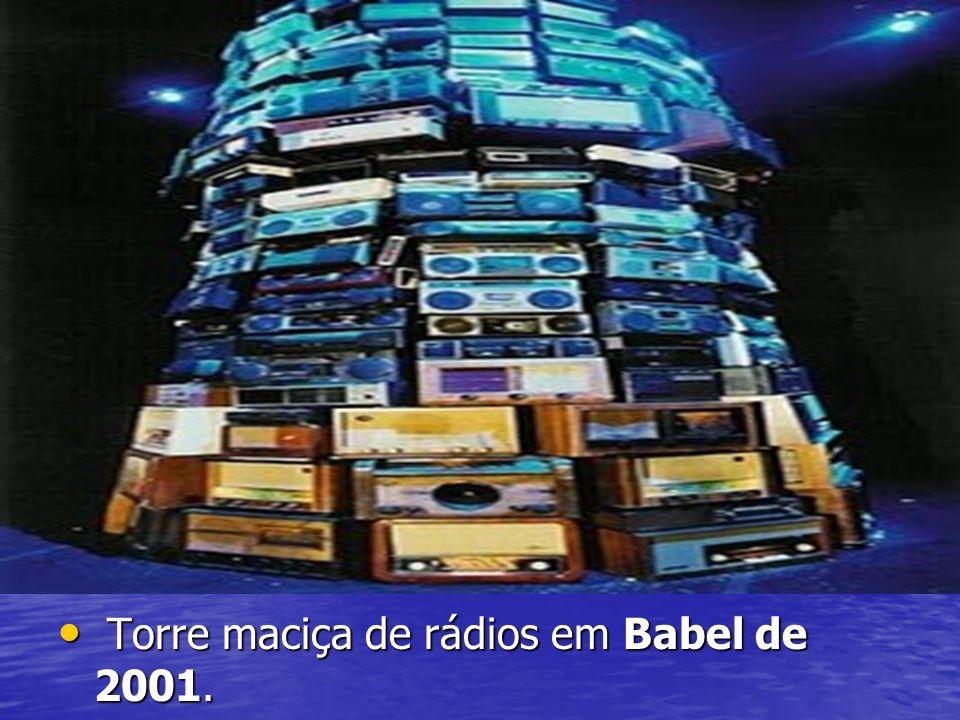 Torre maciça de rádios em Babel de 2001.