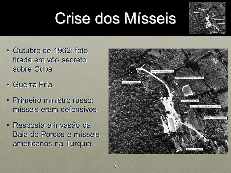 Crise dos Mísseis Outubro de 1962: foto tirada em vôo secreto sobre Cuba. Guerra Fria. Primeiro ministro russo: mísseis eram defensivos.
